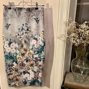 Foreign Exchange Floral Print Gray Pencil Skirt